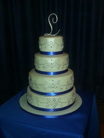 Scrolling wedding cake