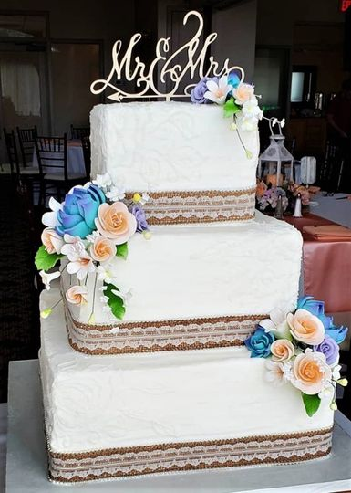 wedding cake with burlap 51 166751 1568652113