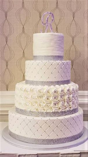 white and silver wewdding cake 51 166751 1568652149