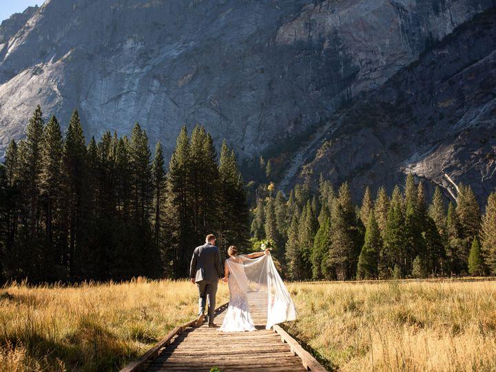 Tmx Emily And Canyon Yosemite Nilas Photography Wedding Photographer Guy 2020 122 51 756851 160539987094623 Hillsboro, OR wedding photography