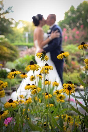 f6303b1de4892911 1527964825 d6de71f9cda0f77e 1527975615512 3 flower bride groom