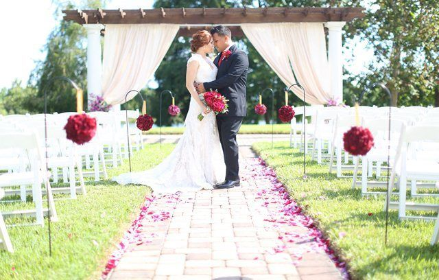 45b7329160f1f7d7 caprilawn wedding websie