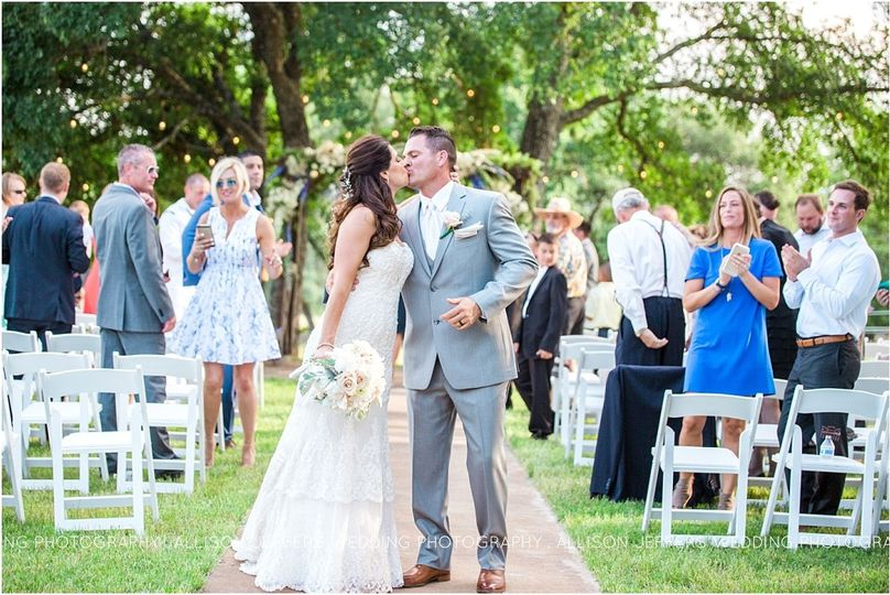 navy and blush wedding at cw hill country ranch bo