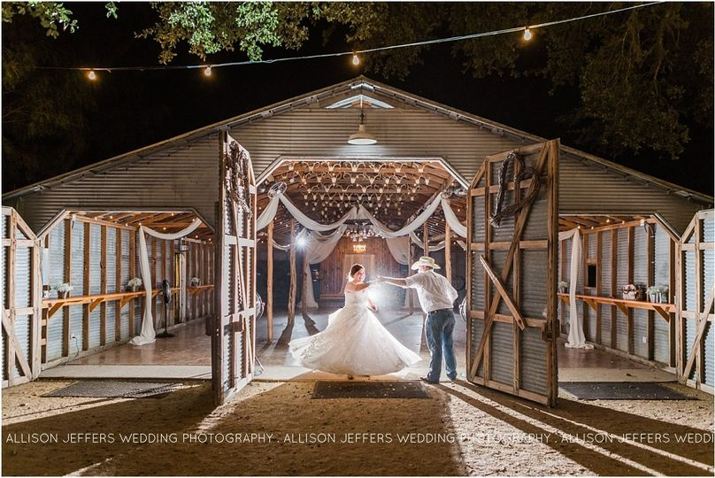 800x800 1475855324498 aggie wedding at bradys bloomin barn0112 115
