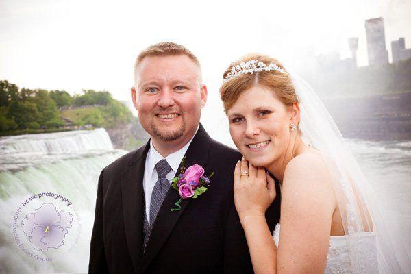Niagara Falls bride & groom
