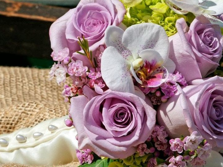 Tmx 1520285741 70053edb5817f9cf 1520285738 9de0e92a4abd4dc1 1520286111817 18 Purple And White Colchester, VT wedding florist