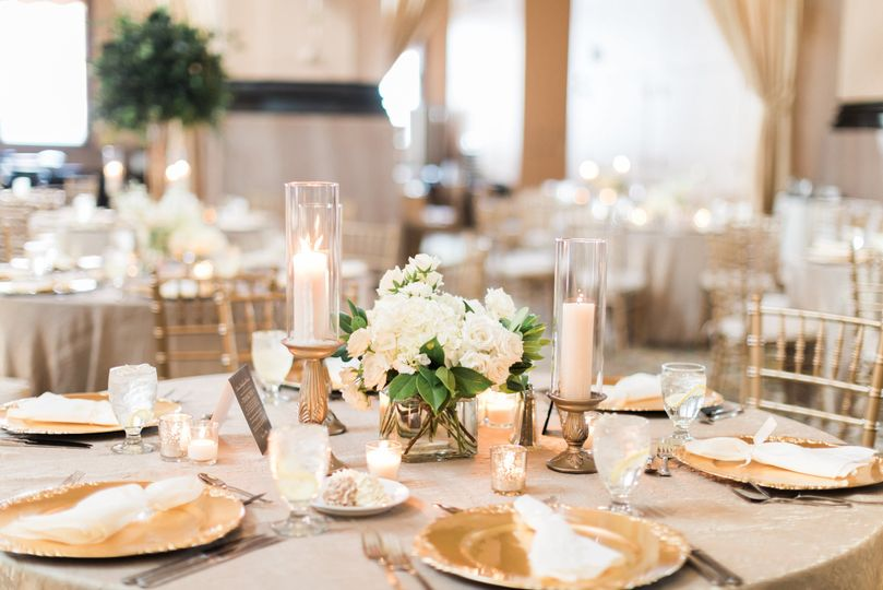 Neutral Gold Wedding Table