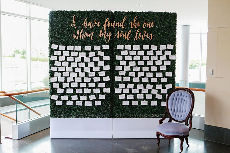Boxwood Quote Seating Wall