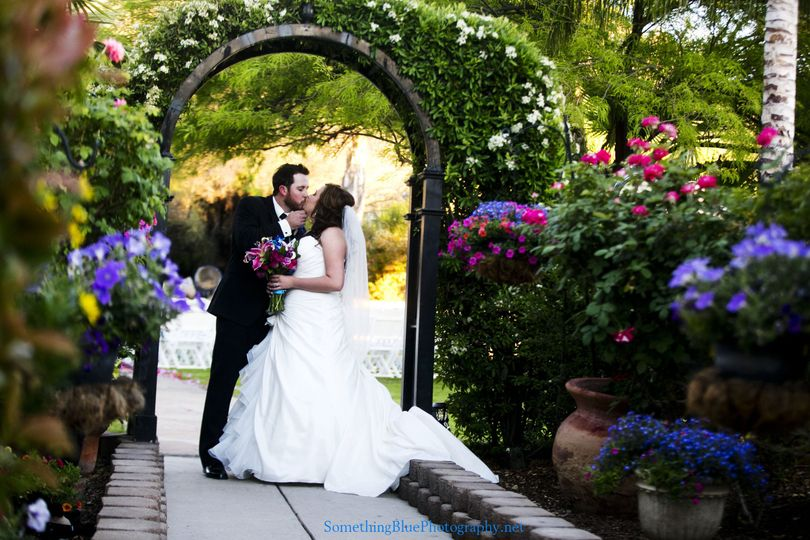 Kissing by the arch