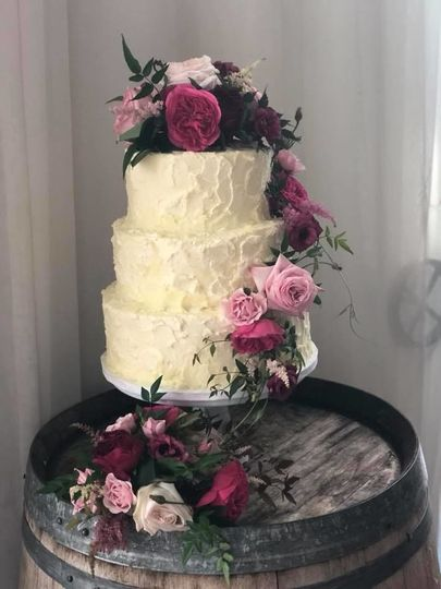 Buttercream and Live Flowers - Buttercream Stucco Effect