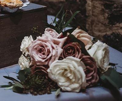 bouquet on side kayla 51 1016061 1561396857