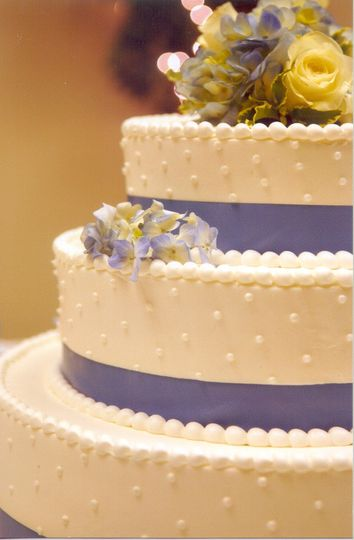 Linda\'s Bakery - Wedding Cake - West Salem, WI - WeddingWire