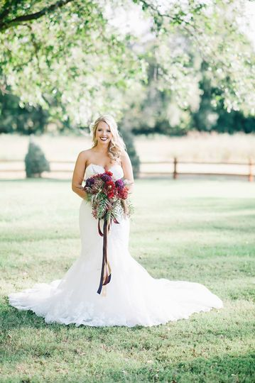 Beautiful backdrop to this amazing bride | Chelsea Palmer Photography