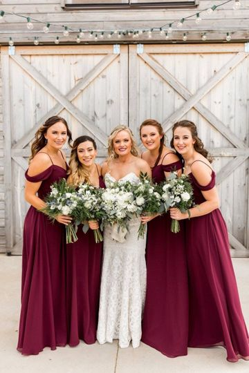 Bride and bridesmaids | Jordan Mobly PhotographyBeautiful backdrop to this amazing bride. Chelsea...