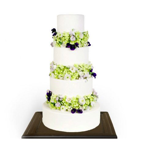All white stunner with edible flower separators(can be customized to your flowers)