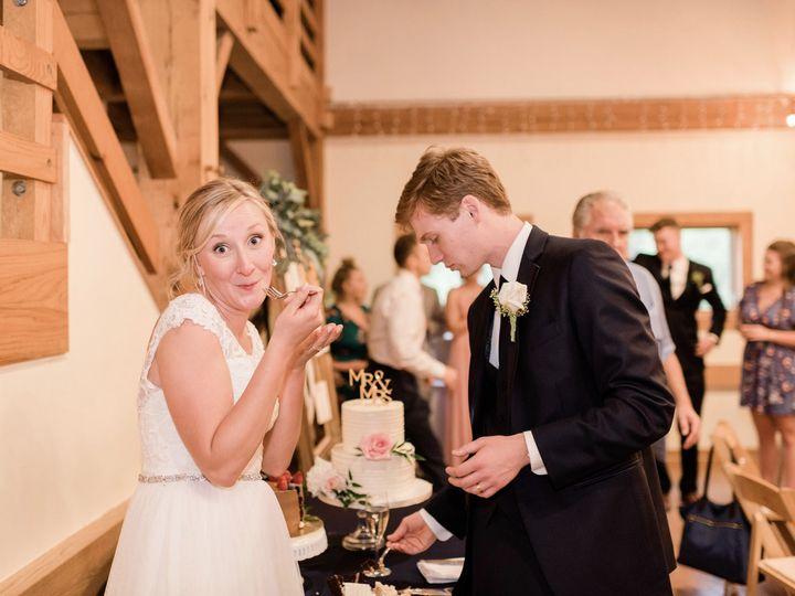 Tmx 60098550 10211732795590091 4558374663851343872 O 51 1073161 1563376198 Ann Arbor, MI wedding cake