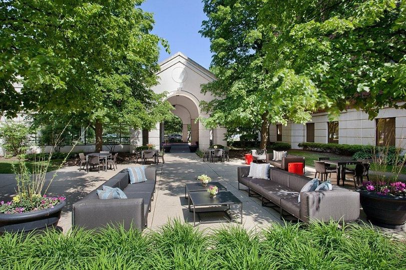 thumb f deerfield patio 51 80261 1558378520