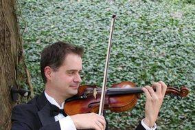 Standing Violinist