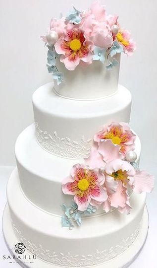 Lovely cake with pink accents