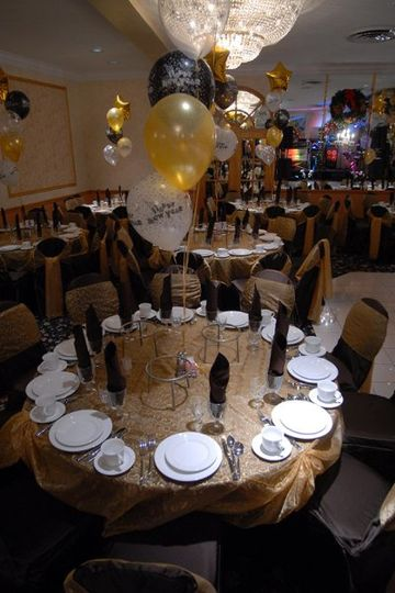 Table set up with ballon centerpiece