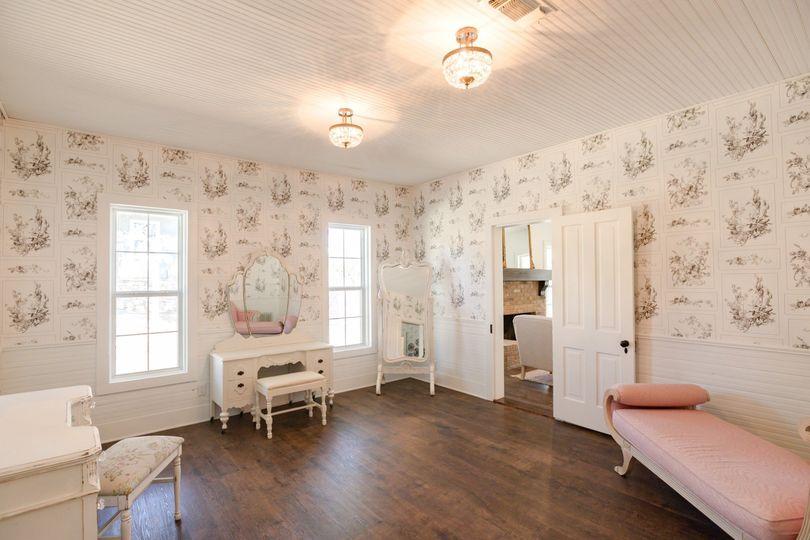 Suite Vanity Room