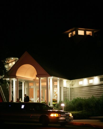 Guilford Yacht Club front entrance