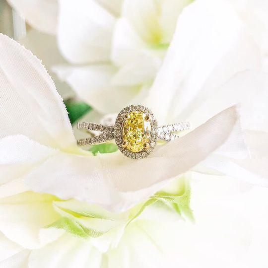 Yellow Diamond Halo
