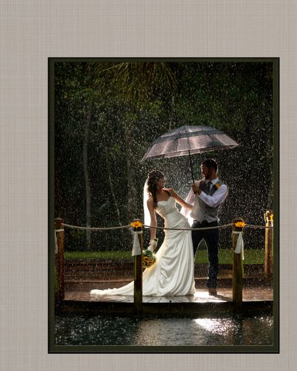 Just because it rains on your wedding day, doesn't mean you can't have stellar images, t actually...