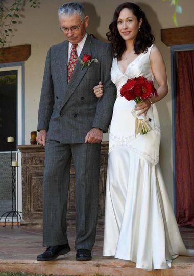 Bride with bouquet & Dad