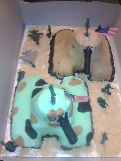 Military tanks cake