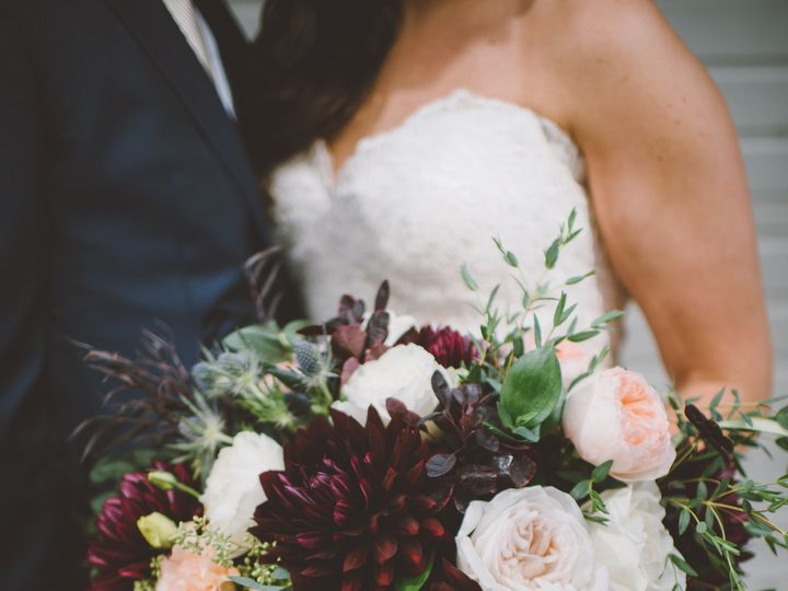 Tmx 1522788469 9a7903e05af92ccf 1522788467 423672908f1cf3e0 1522788465901 7 Danielle Travis 17 Seattle, Washington wedding florist
