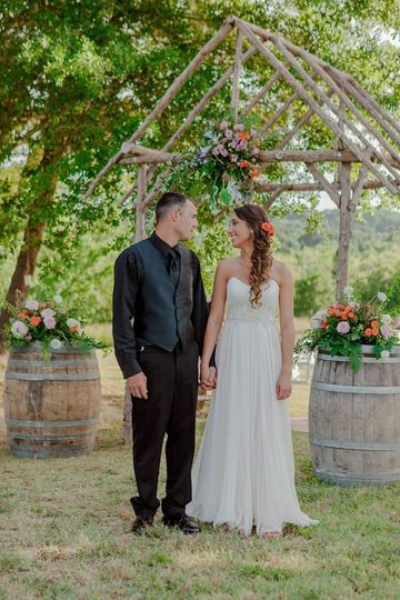 photographer - Elizabeth Thacker Photography venue - 6S Ranch (Lindale, TX) floral - The Twisted...