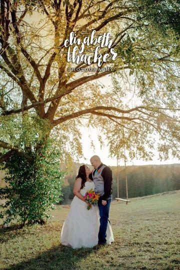 Coordination: Weddingsmith Venue: 6S Ranch Photography: Elizabeth Thacker Photography Florist: The...