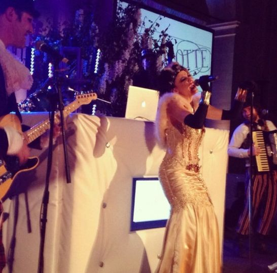 Theatrical Great Gatsby themed wedding at the Brooklyn Museum