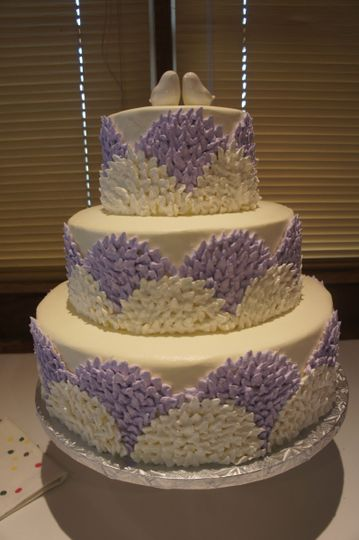 Wedding cake with a touch of lavender