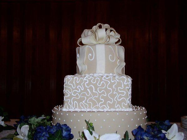 Tmx 1235429760312 P1010037 Lake Forest wedding cake