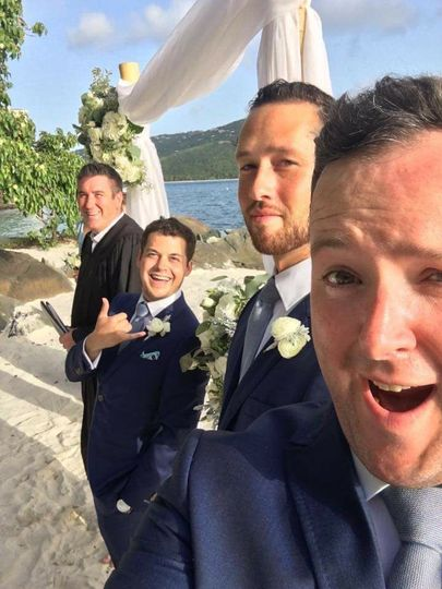 Fun photo with the groom and groomsmen before the ceremony