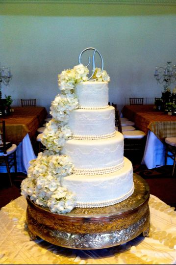 sandy 39 s sweets wedding cake tallahassee fl weddingwire. Black Bedroom Furniture Sets. Home Design Ideas