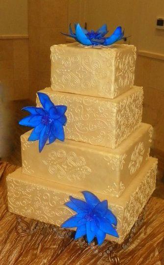 Golden Mehndi Cake with Blue Lotus modern piping indian exotic square metallic