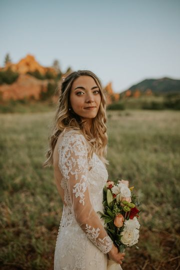 A glowing bride - Golden Moments Film Co.