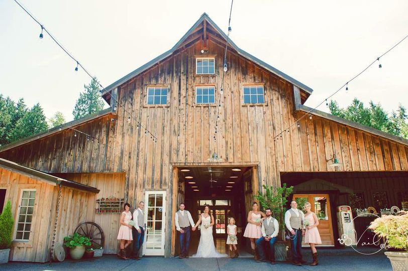 ad51b9f1b489cfa5 barn wedding photo