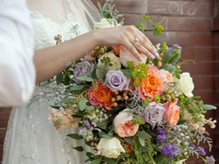 Tmx 911sm 9 Rev 51 981761 1565021348 Clinton, TN wedding florist