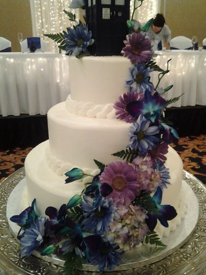 servings with cascading flowers