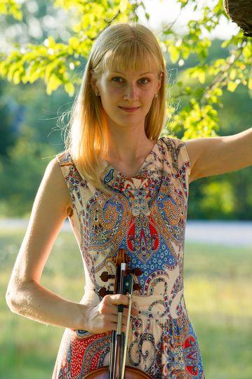 Performing solo viola