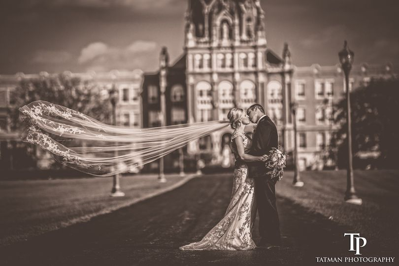 Couple kissing - Tatman Photography
