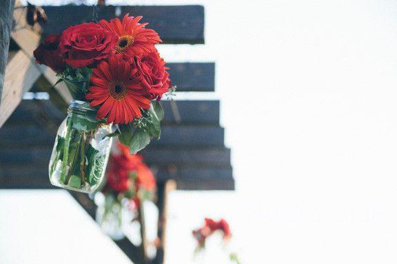 cc8165412fc1f26a 1394405956576 hanging flower
