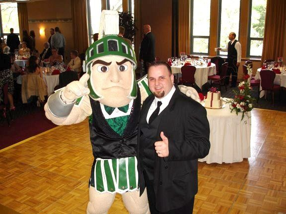 Sparty shows up at a wedding on the MSU campus