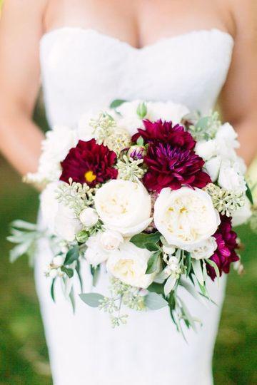 m m wedding solutions flowers va dc md weddingwire. Black Bedroom Furniture Sets. Home Design Ideas