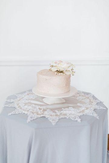 Cake display lace