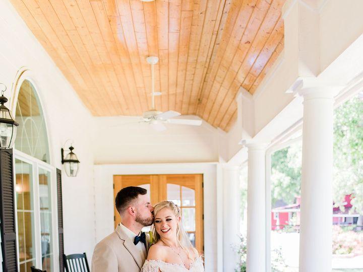 Tmx Knot Ww Photosbackporch Couple Sheltons Photo4 Copy Sm 51 696071 1571165002 Waxahachie wedding venue